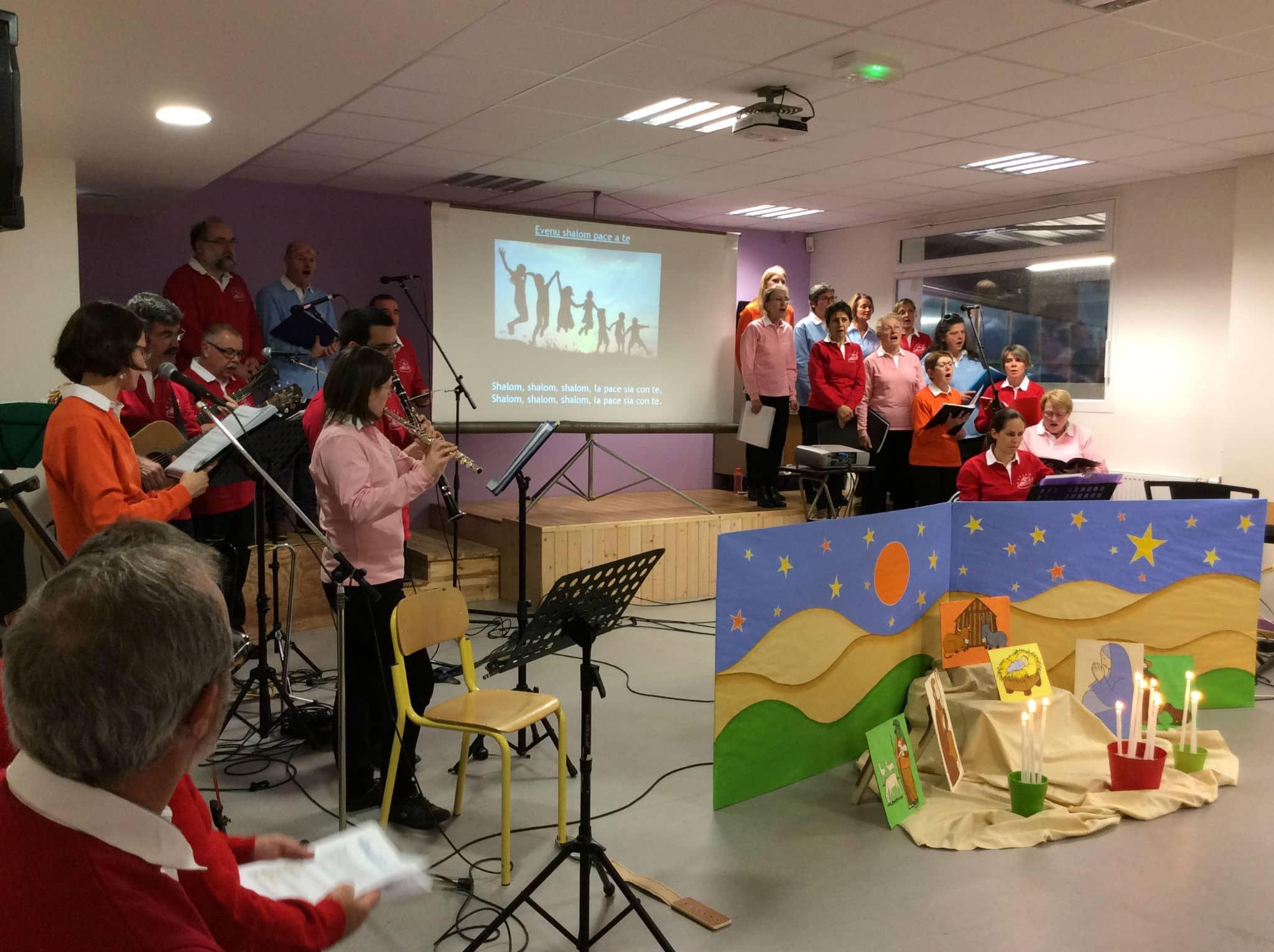 Chanteurs et musiciens content la vie de François d'Assise et l'histoire de la crèche de Greccio