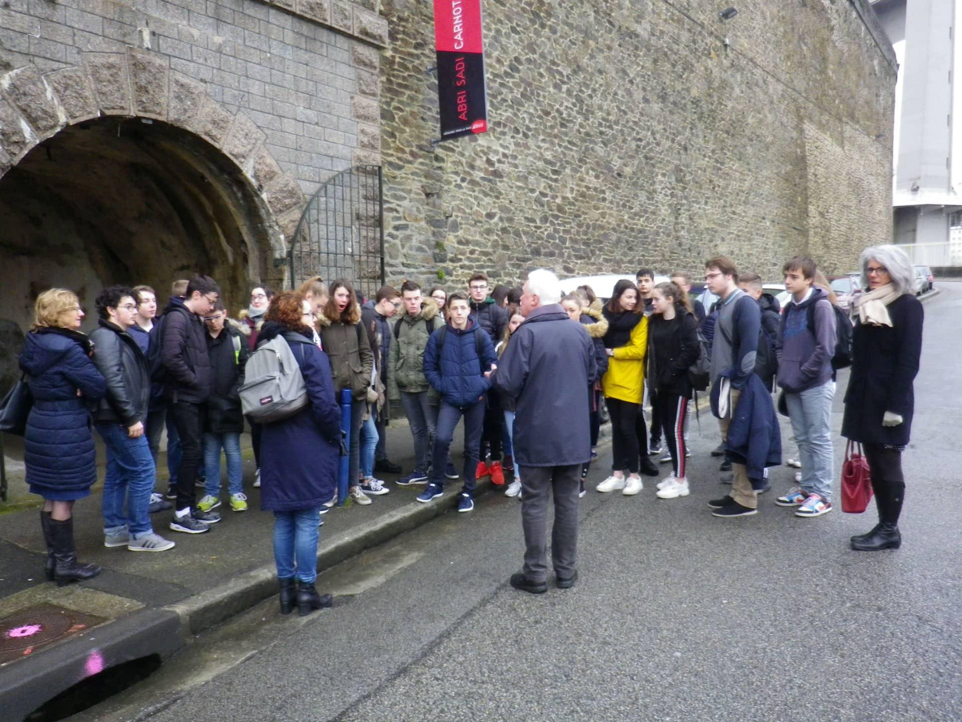 Une partie du groupe devant l'abri Sadi-Carnot