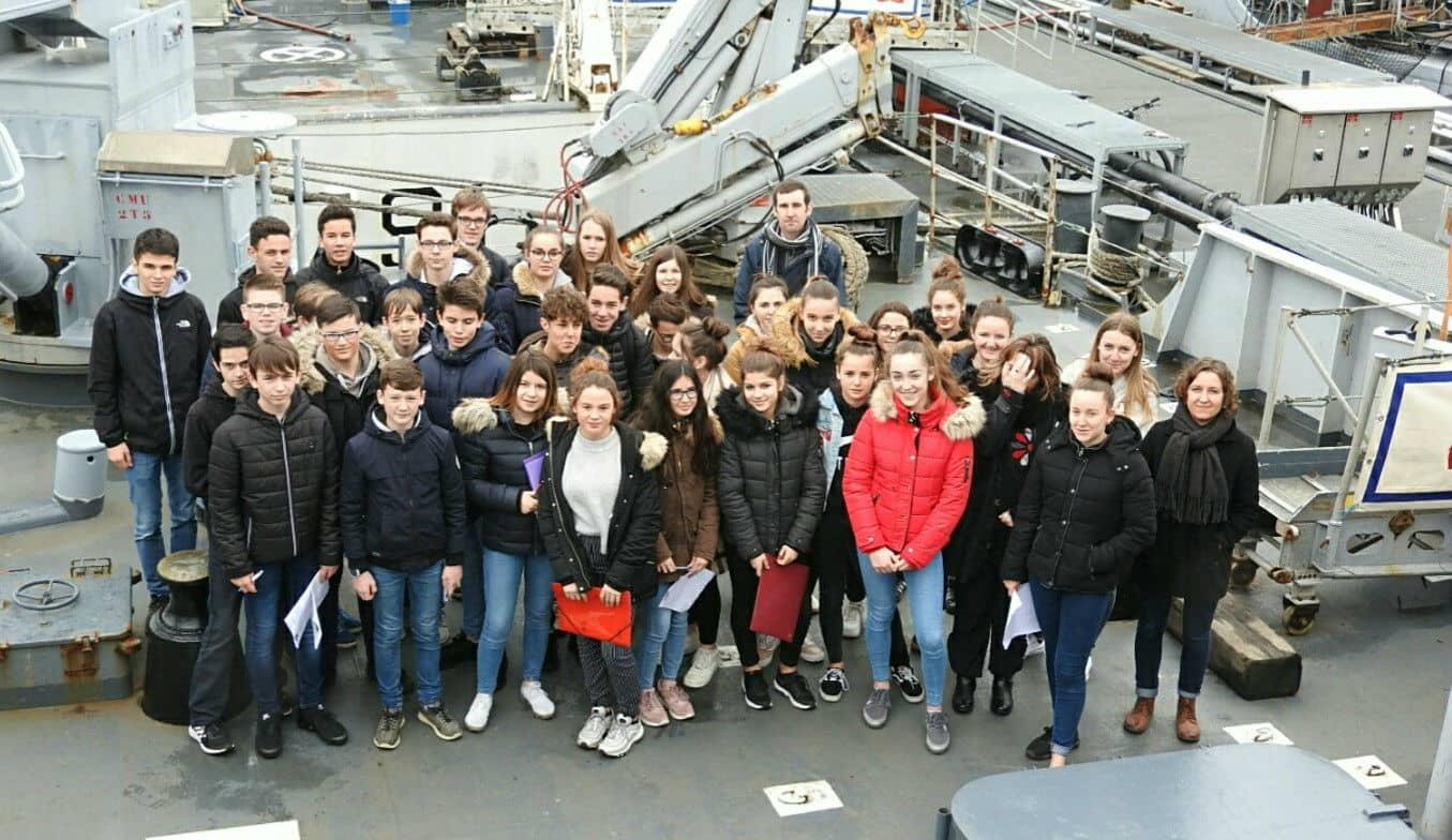 Les élèves reçus à bord de la frégate Thétis