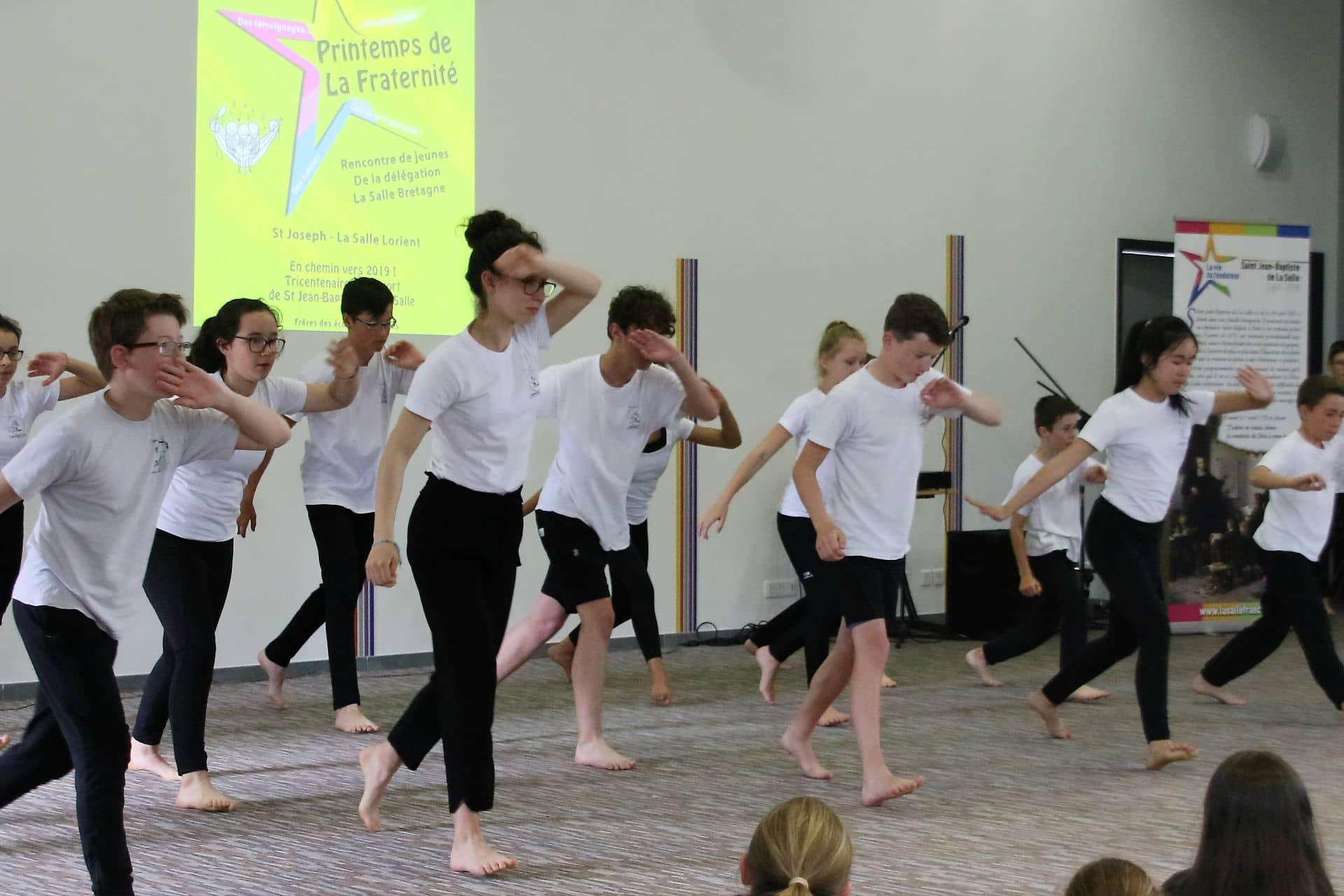 Démonstration de capoeira par des élèves lors du « Printemps de la Fraternité » au collège-Lycée St Joseph-La Salle de Lorient.