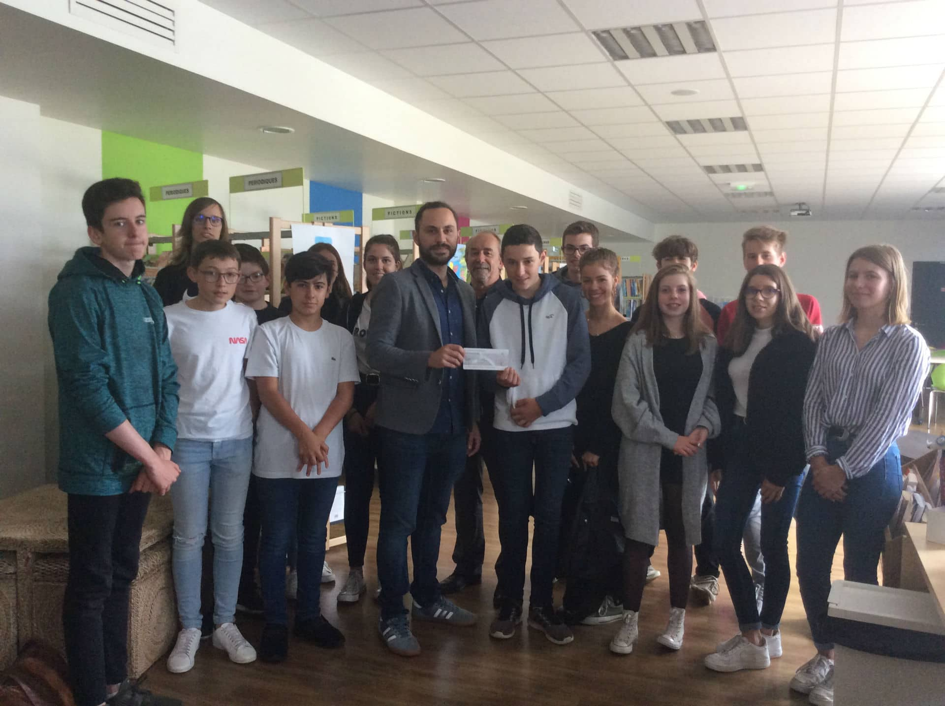 Actions Solidaires College Saint Antoine Remise Cheque